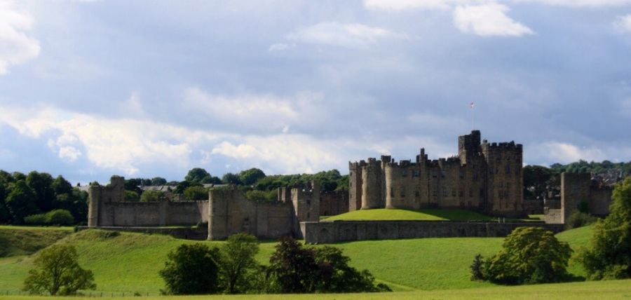 Postcard from Alnwick Castle or Hogwarts